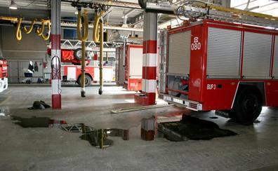 Bomberos y vecinos apagan un incendio en un contador de luz en Almajáyar