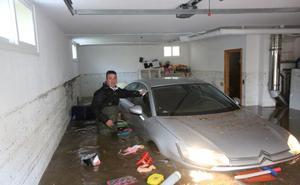 La tromba de agua deja 230 incidencias en Granada y un matrimonio con dos hijos pequeños rescatados de un turismo