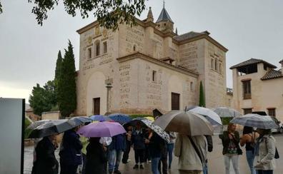 Los granadinos vuelven a disfrutar gratis de la Alhambra pese al temporal