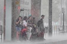 Una gran tormenta inunda Granada y deja más de 150 incidencias