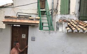 Una calle del Albaicín lleva sin luz más de 24 horas por la tormenta