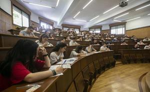 Más de 1.200 estudiantes se examinan de selectividad en septiembre en la UGR