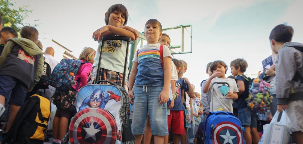 Arranca el curso escolar en Granada con menos alumnos, pero más profesores
