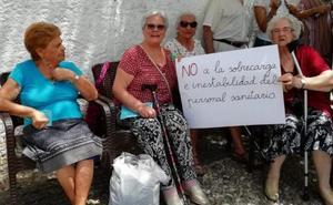 Los vecinos del Albaicín exigen a los políticos explicaciones sobre la situación del centro de salud