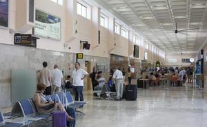El aeropuerto adelanta su horario media hora desde mañana