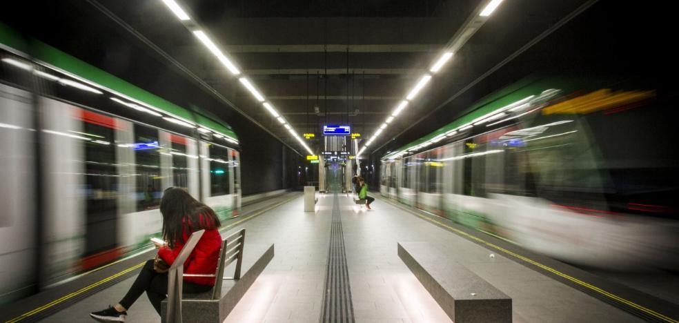 La Consejería de Fomento firma el acuerdo para que haya cobertura móvil en el túnel del metro de Granada
