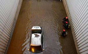 Un fallecido en el tunel del Tryp de Almería capital al sorprenderle la riada en su coche