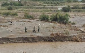 Aparece el cadáver del desaparecido en Baza semienterrado en barro y el coche en el cauce del río