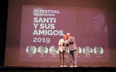'Santi y sus amigos' llenan otra noche solidaria de carcajadas y buen humor