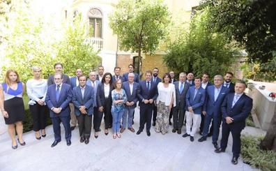 Cuerva lidera una candidatura que pretende convertir la Cámara de Granada en «la mejor de España»