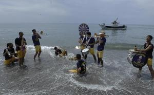 La Charanga 'Ponte una Milnoh' alegra las fiestas de La Rábita en honor a la Virgen del Mar