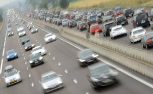 ¿Qué es el peligroso 'efecto dominó' al volante? La DGT advierte del riesgo en carretera