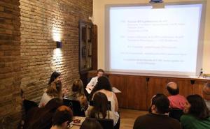 El físico teórico Enrique Fernández Borja inaugura la nueva temporada de tertulias «Coffeeversity»