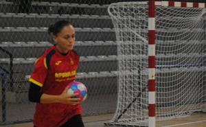 Jugadoras del 'objetivo 2021', con algunas 'Guerreras' de la selección, trabajan en Almería