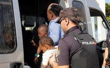 Detenidas en Melilla ocho personas por intentar colar en un barco a un niño en una maleta hacia Almería