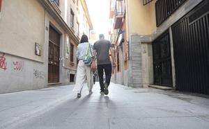 Dan de alta a la mujer violada en el Centro de Granada