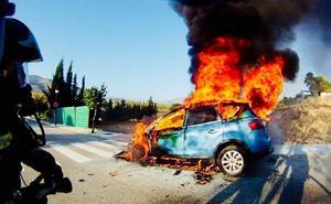 Investigan el incendio de un coche que alertó a los vecinos en la angitua carretera de Granada