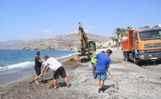 La limpieza de playas costará casi 20.000 euros en la Costa