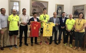 Diputación y Ayuntamiento reciben al Campeón de Europa Antonio Pérez