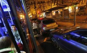 Valencia prohibirá fumar en las paradas de autobús