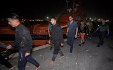 Trasladan a Motril a 26 magrebíes rescatados cerca de la costa de Granada