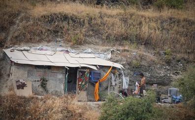 Una cueva bloquea el desalojo de los okupas del Avellano
