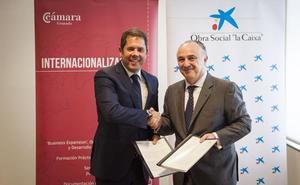 La Cámara de Granada y la Obra Social La Caixa renuevan su compromiso por la integración social de los desempleados