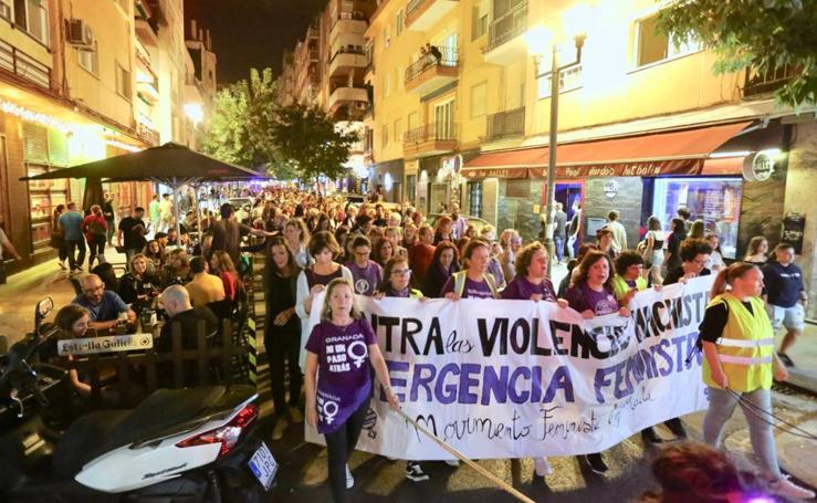 El centro de Granada se llena contra el machismo