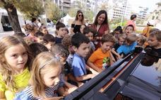 Granada se inunda de pianos