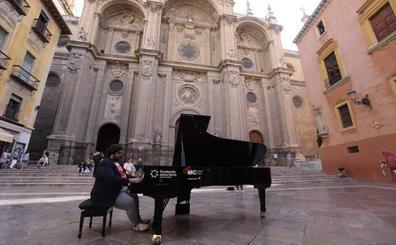 Granada se llena de pianos