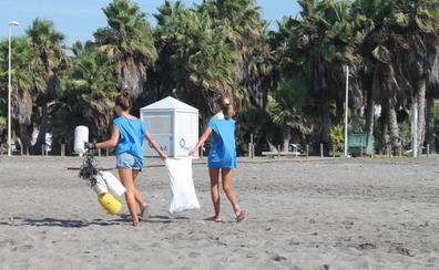 Casi 1.000 voluntarios barren 30 kilómetros de playa en busca de basura