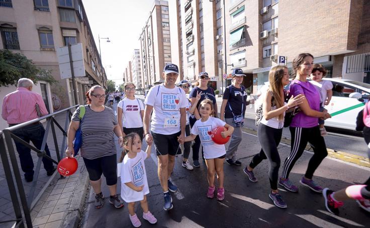 La marcha de la Fiesta de la Salud se disfruta en familia