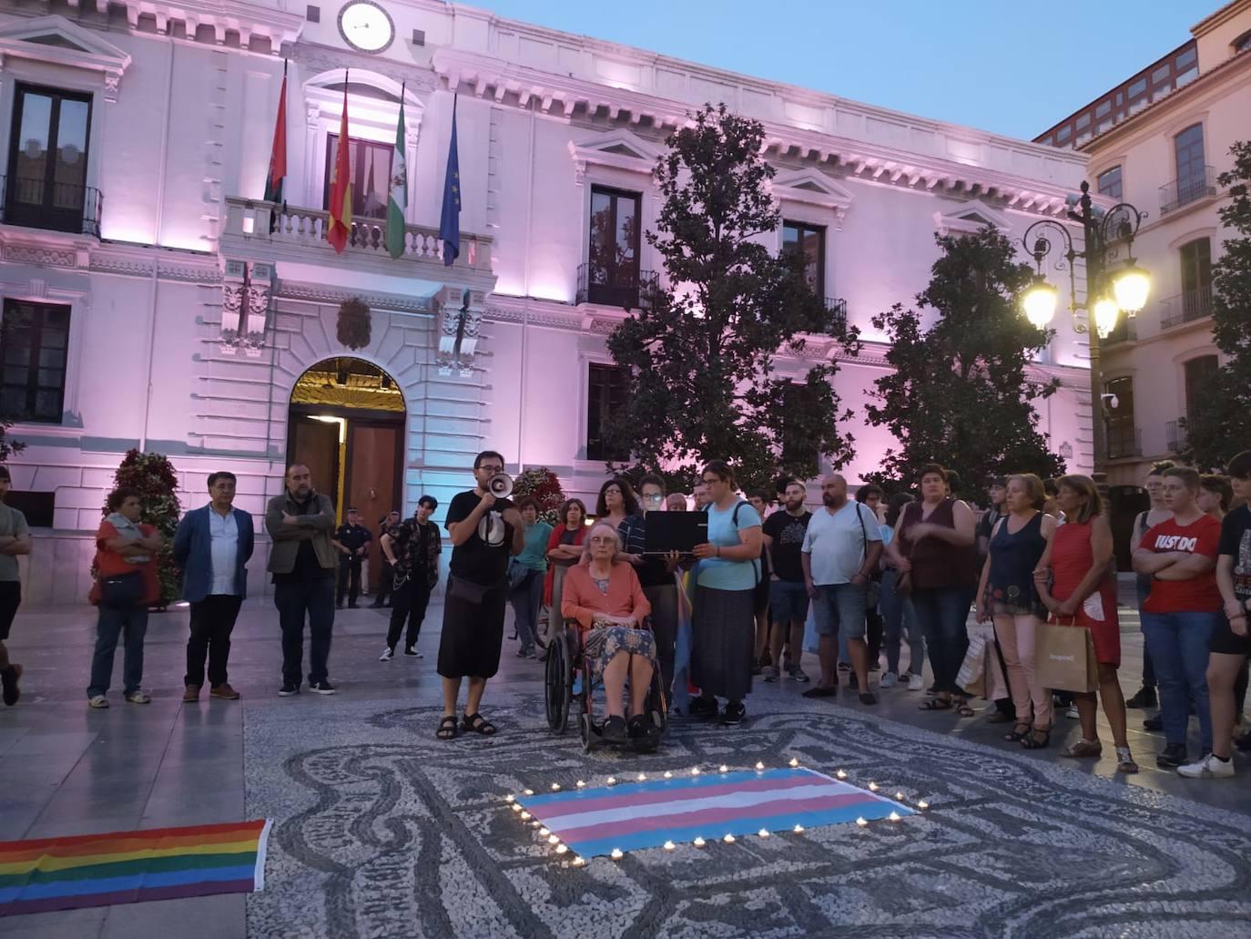 Minuto de silencio en Granada por la muerte violenta de una mujer trans en Asturias
