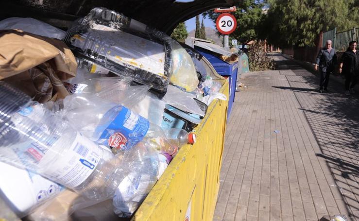 Las fotos de los estragos que está provocando la avería de los camiones de basura de Motril