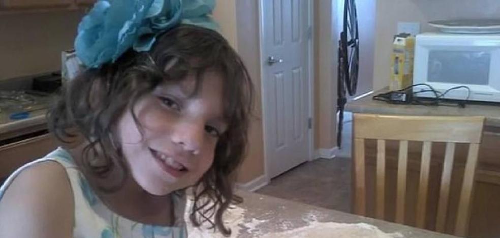 Creen adoptar una niña de seis años, que resultó ser una adulta enana que intentó matarlos