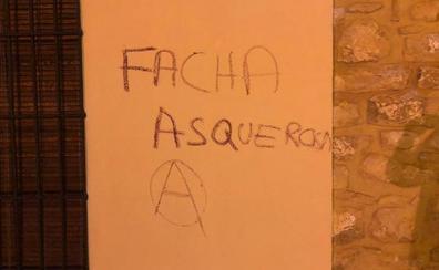 El PP condena las pintadas en la vivienda de una exconcejal de Canena