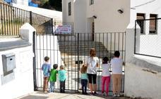 Los alumnos de Bérchules, Juviles, Alcútar y Torvizcón cumplen dos semanas sin ir a clase como protesta