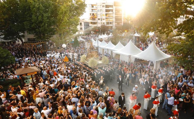 La Virgen de las Angustias llena las calles del centro de Granada