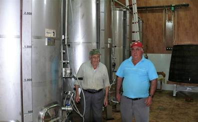 Los vinos ecológicos de 'La Cruz Pintá' triunfan en la Sierra de la Contraviesa