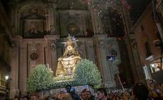 La Patrona llena las calles de Granada