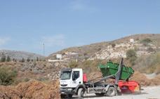 Retiran las toneladas de basura acumulada frente a la planta de compostaje