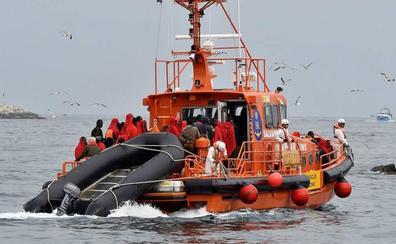 Rescatados 23 migrantes de una patera que navegaban en aguas cercanas al litoral almeriense