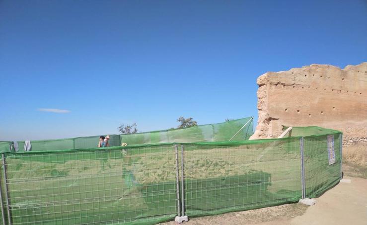 Restauración de la muralla nazarí en San Miguel