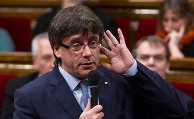 Puigdemont cree que quieren «colgarle el muerto del terrorismo» para activar la euroorden
