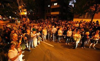 Los vecinos de Norte cortan Camino de Ronda para exigir dignidad en su barrio