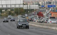 Hallan el coche del herido de bala que le robaron los asaltantes en la Circunvalación de Granada