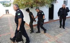 Bomberos y Policía Local rescatan en Granada a un ladrón atrapado en una chimenea cuando entró a robar
