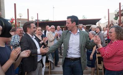 El PSOE arropa a Cuenca mientras PP y Cs exigen que presente su dimisión