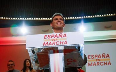 Rivera levanta el veto a Sánchez y se abre a negociar para salir del bloqueo