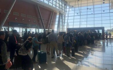 «Un show: esperando en Antequera a los autobuses»